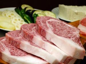 canva-meat,-beef,-kobe-beef,-raw,-vegetables,-food,-japanese-MACZWMbLLf8